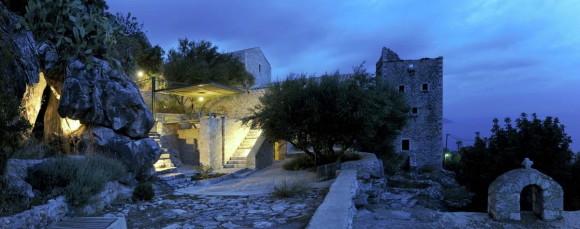 Дом-башня (Mani Tower House) в Греции от Z-level.