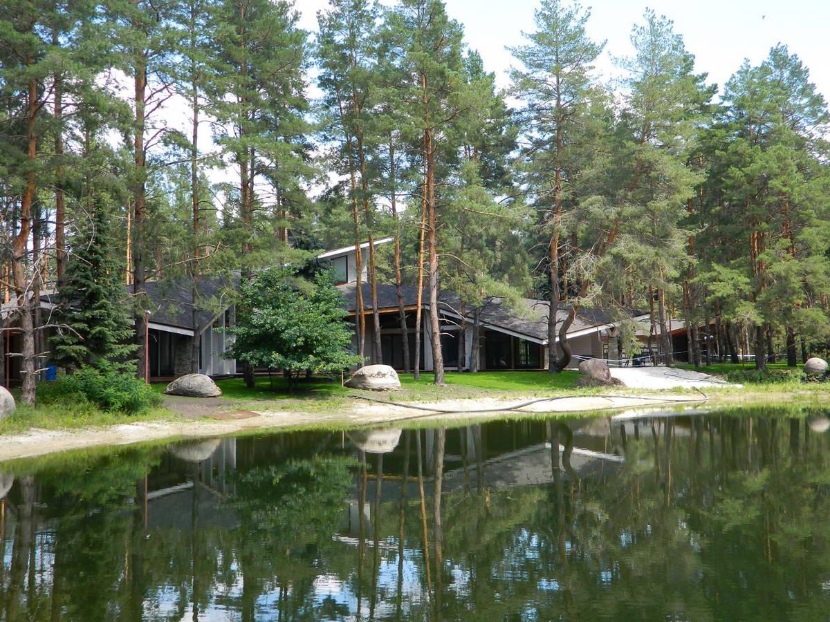 Видео красивые озёра в лесу с домиком...
