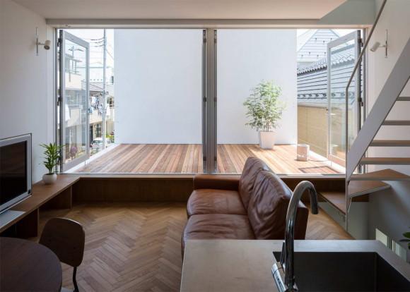 Маленький дом с большой террасой (Little House Big Terrace) в Японии от Takuro Yamamoto Architects.