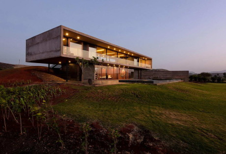 Стеклянный дом в Индии