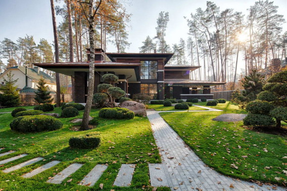 Wright-Inspired Contemporary Home 2