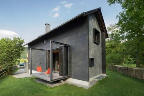 Три дачных домика, один домик архитекторов для себя и деревенский дом со старыми фермами.