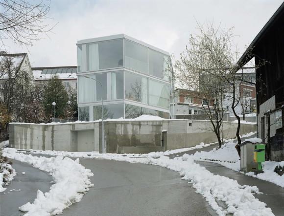Дом с одной стеной (House with One Wall) в Швейцарии от Christian Kerez.