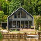 Плавающий дом (Amphibious House) в Англии от Baca Architects.
