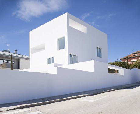 Белый минималистский дом в Испании