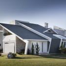 Галечный Дом (Casa Shingle) в Бразилии от Ramella Arquitetura.