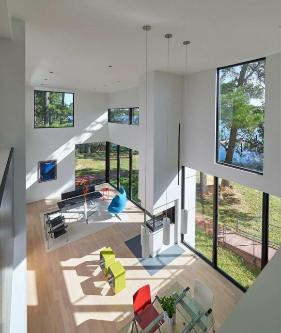 Загородный дом у реки в США