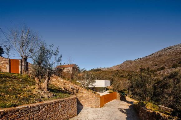 Дача с бассейном на крыше в Португалии