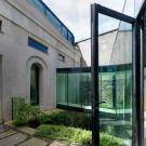 Дом из конюшни (Flynn Mews House) в Ирландии от Lorcan O'Herlihy Architects (LOHA).