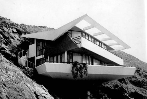 Бетонный дом на склоне в Перу