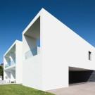 Дом Тогиньо II (Touguinho II House) в Португалии от Raulino Silva Arquitecto.