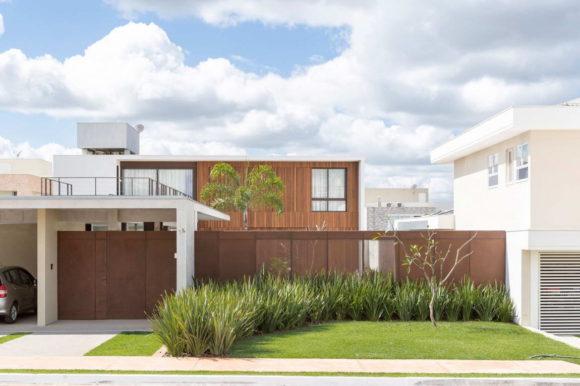 Дом с бассейном в Бразилии
