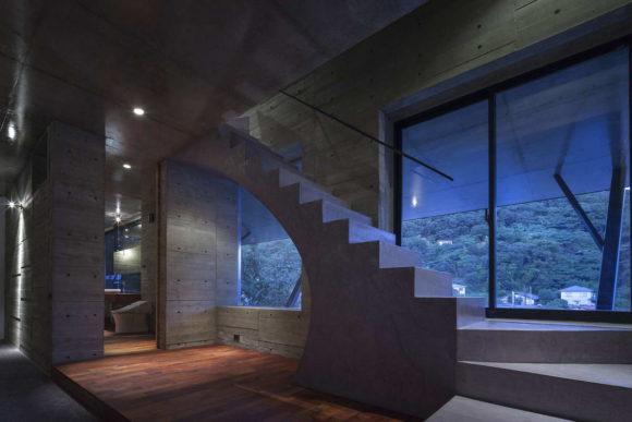 Дом на склоне в Японии