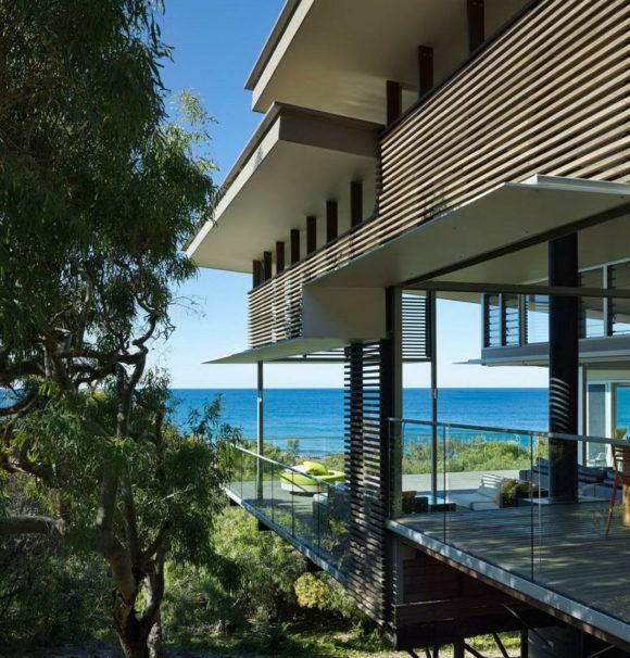 Прибрежный дом (Red Rock Beach House) в Австралии от Bark Design Architects.