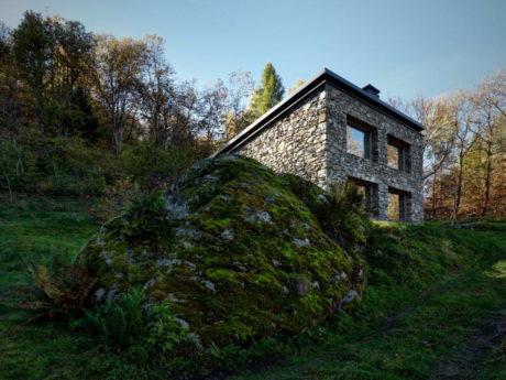 Каменный альпийский дом в Италии