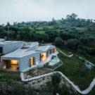 Дом в Гатейра (Casa na Gateira) в Португалии от Camarim Arquitectos.