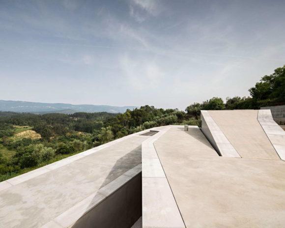 Дом-зигзаг в Португалии