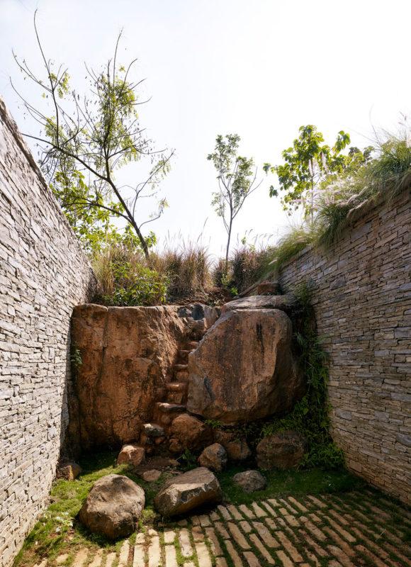 Дача на склоне у реки в Индии