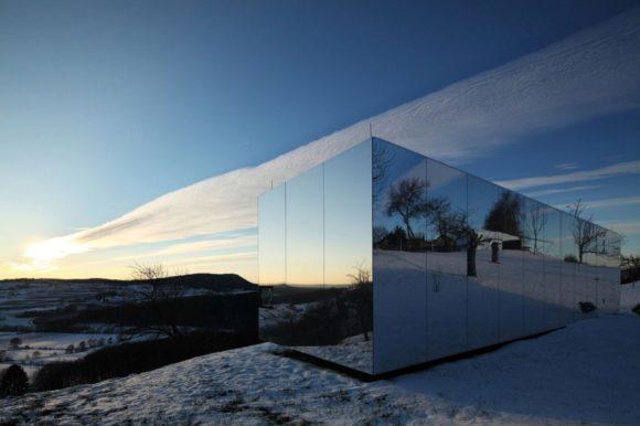 Типовой зеркальный дом в Австрии