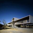 Дом для отдыха (Pilotis House) в Японии от Furuichi and Associates.