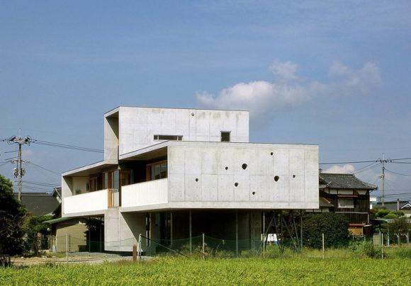 Pilotis House 3