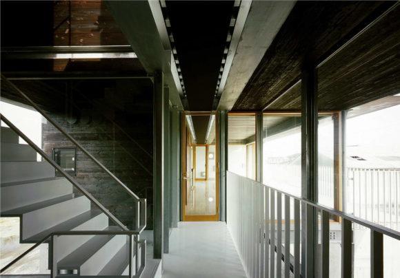 Pilotis House 5