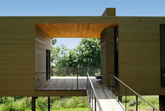 Дом-мост со студией художников в США