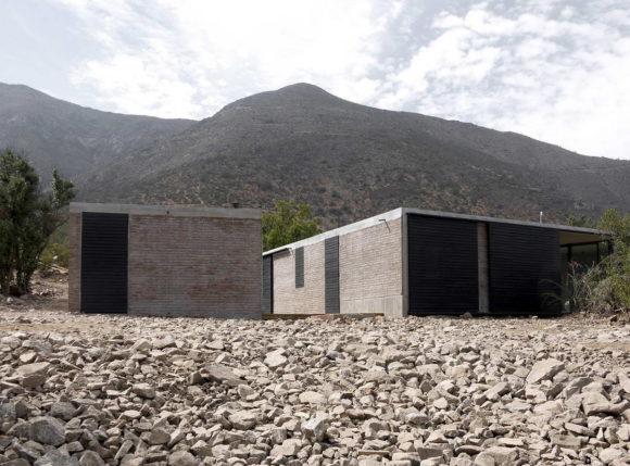 Минималистский дом в горах Чили