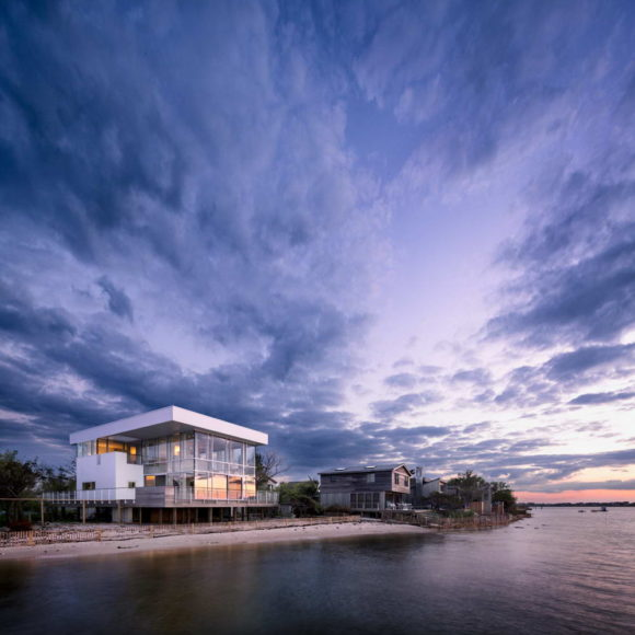 Дом на острове (Fire Island House) в США от Richard Meier & Partners Architects.