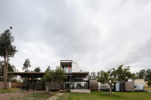 Дом из контейнеров в Эквадоре