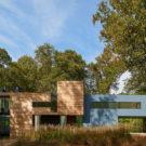 Дом на холме (Mohican Hills House) в США от Robert Gurney Architect.