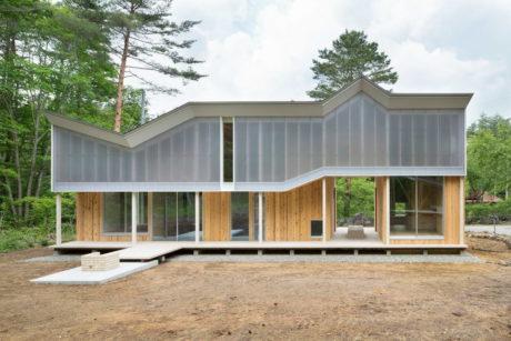 Дом с крышей-навесом (Shed Roof House) в Японии от Hiroki Tominaga-Atelier.