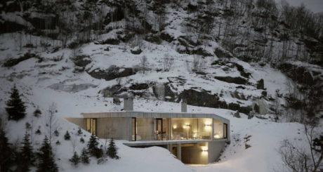 Бетонный дом на склоне горы в Норвегии