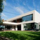 Дом в Марфино (House in Marfino) в России от Архитектурного бюро Александры Федоровой.