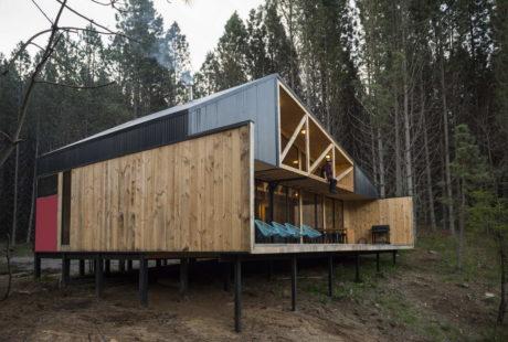 Деревянная лесная дача в Чили