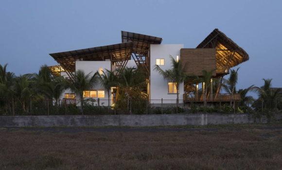 Пляжный дом (Guatemala Beach House) в Гватемале от Christian Ochaita и Roberto Galvez.