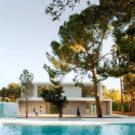 Дом в сосновом лесу (House in a Pine Forest) в Испании от Fran Silvestre Arquitectos.