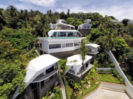 Дом на склоне у океана в Таиланде