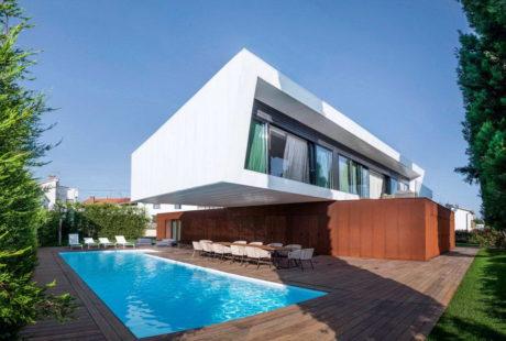 Дом в двумя консолями в Хорватии