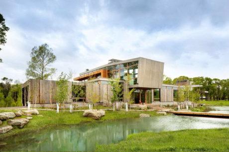Дом у озера в США