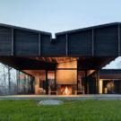 Дом у озера Мичиган (Michigan Lake House) в США от Desai Chia Architecture.