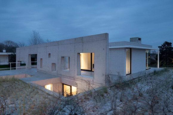 Дом на песчаной дюне в Бельгии