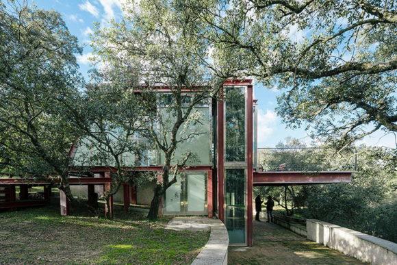 Стеклянный дом в Испании