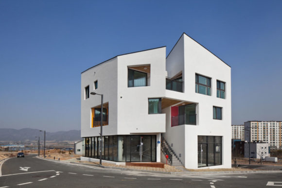 Дом с тремя квартирами в Корее