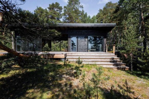 Деревянные дачи на острове в Финляндии