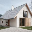 Дом в альпийской деревне (House in Alpine village) в Словении от Skupaj Arhitekti.