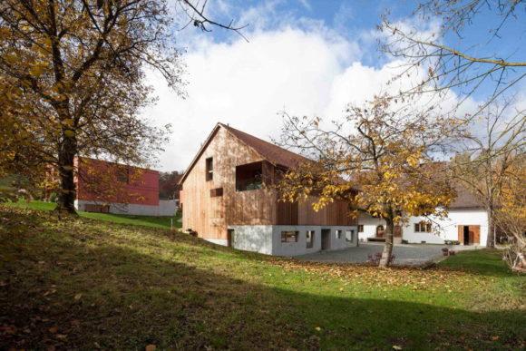 Дом-сарай на четыре квартиры в Швейцарии