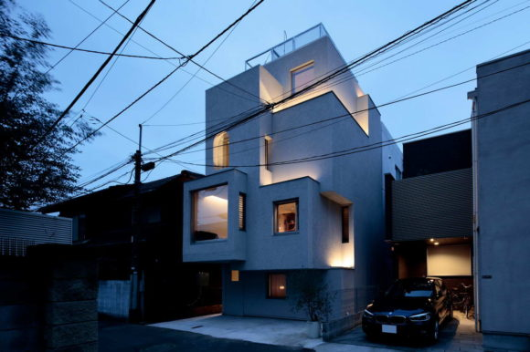 Дом в городе (House in the City) в Японии от Daisuke Ibano при участии Ryosuke Fujii и Satoshi Numanoi.