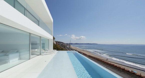 Минималистский дом у моря в Японии