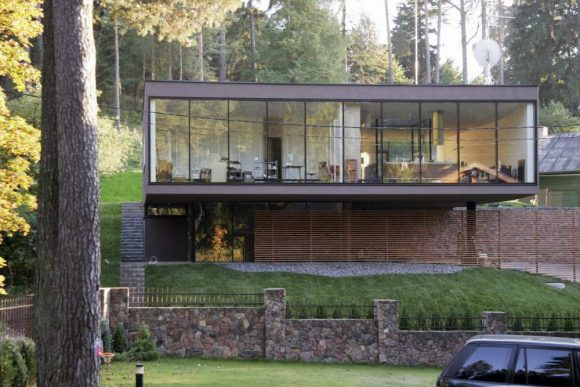 Дом на склоне в Литве